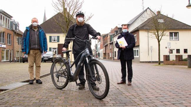 Grüne fordern Sanierung der Radwege - Mängelliste für Verkehrsminister Hendrik Wüst
