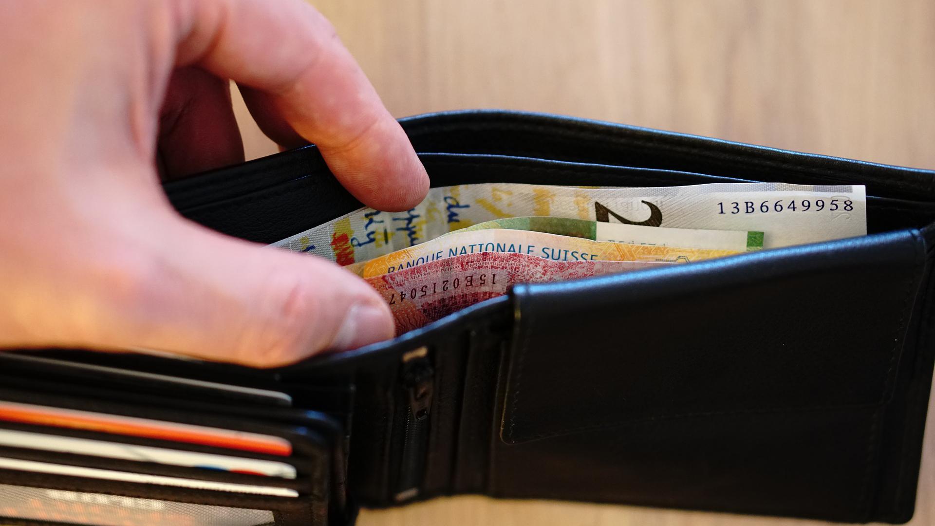 Taschendieb klaut Geldbörse